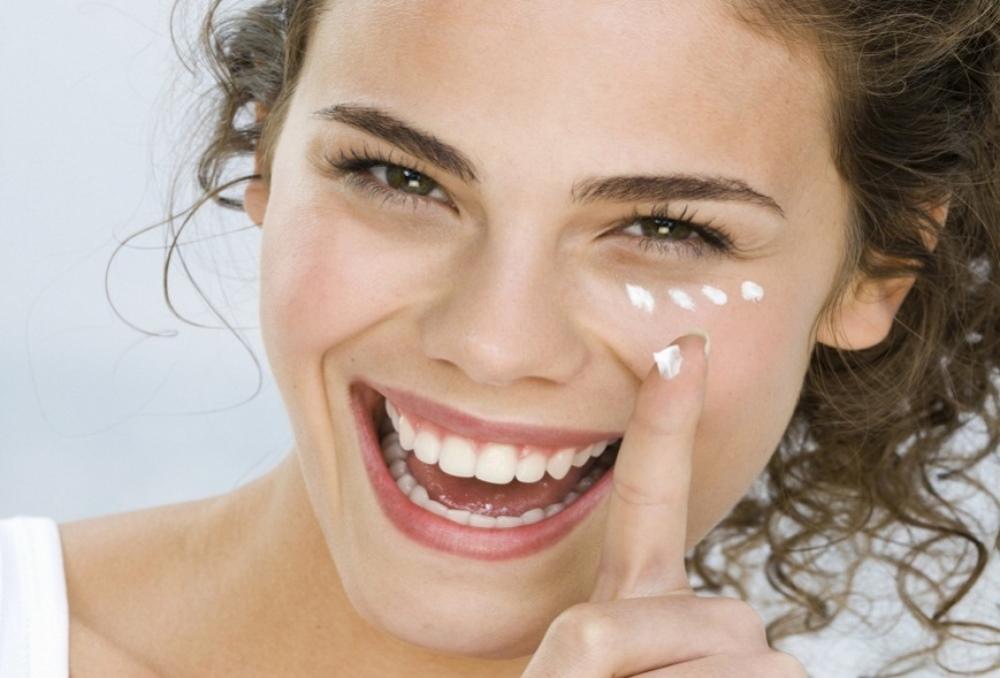Топ-10 кремов против морщин вокруг глаз