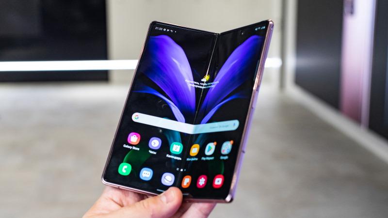 """7.6"""" Смартфон Samsung Galaxy Z Fold2 256 ГБ коричневый"""